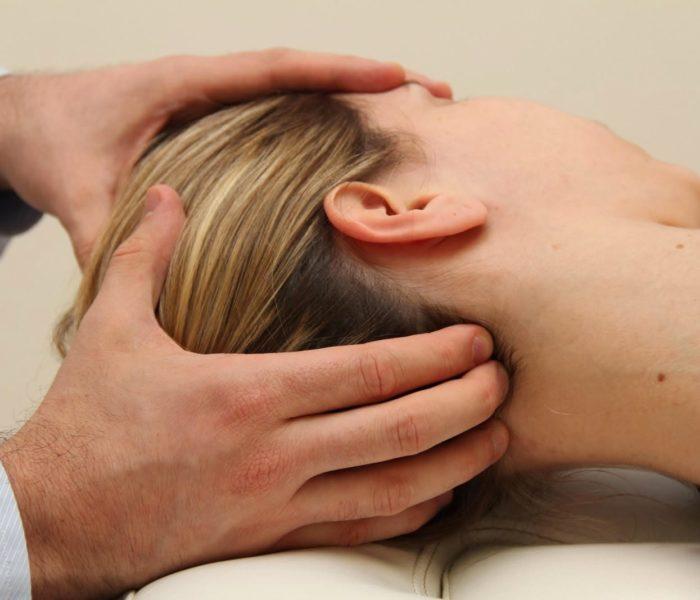 Dores de cabeça podem indicar problemas na coluna